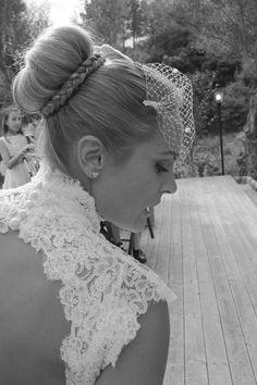 Diseño exclusivo de vestido de novia y tocado. Bodas con estilo. Mallorca. Pasion eventos