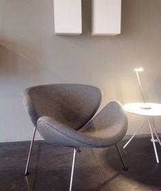 Make a statement with the Orange Slice by Pierre Paulin for Artifort, available at Morlen Sinoway Chicago. Sofa Furniture, Sofa Chair, Furniture Design, Bauhaus, Living Room Orange, Loft, Soft Seating, Decor Interior Design, Chair Design