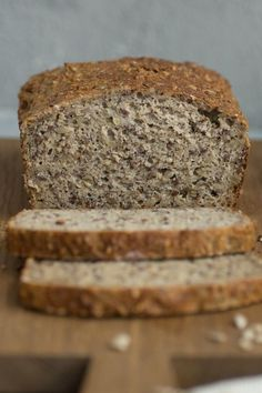einfaches und schnelles Rezept für Low-Carb Eiweissbrot Do you want to do without carbohydrates? Then try my recipe for delicious low-carb protein bread - quick and easy to bake Carb Rezepte Protein Bread, Low Carb Protein, Healthy Protein, Keto Bread, Protein Foods, Rye Bread, Apple Bread, Yeast Bread, Pumpkin Bread