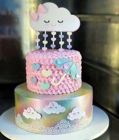 Lindo bolo por  @mercierconfeitaria - Chuva de amor  Esse em especial combina bem com a família ao qual foi idealizado …