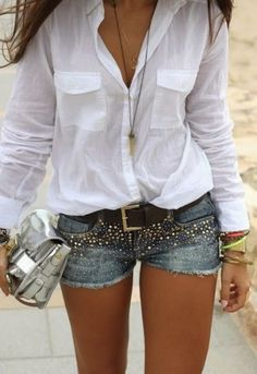 24 stylish summer outfits made from modern jeans shorts, White shirt and decorated denim shorts. Mode Outfits, Short Outfits, Casual Outfits, Fall Outfits, Cochella Outfits, Hipster Outfits, Club Outfits, Denim Shorts Outfit, Jean Shorts