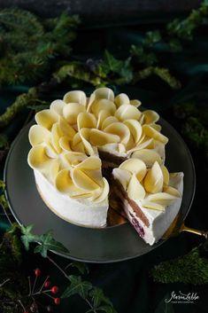 For t Blanche - Schwarzw lder Kirschtorte - Maren Lubbe - Feine K stlichkeiten Black Forest Cherry Cake, Vanilla Mousse, Good Food, Yummy Food, Recipe From Scratch, Dessert Decoration, Dessert Bread, Food Design, Gastronomia