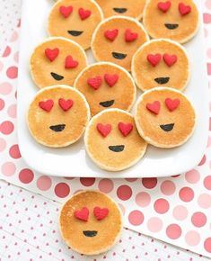 Easy Mini Emoji Pancakes: Cute Breakfast Idea for Kids. Easy Mini Emoji Pancakes: Cute Breakfast Idea for Kids. Valentines Day Food, Valentines Breakfast, Kinder Valentines, Valentine Treats, Valentine Emoji, Valentines Hearts, Cute Breakfast Ideas, Breakfast For Kids, Kids Birthday Breakfast