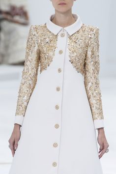 Luna with a little sponsored money Chanel Haute Couture fall 2014 Chanel Couture, Couture Fashion, Runway Fashion, High Fashion, Womens Fashion, Daily Fashion, Mode Glamour, Mode Mantel, Fashion Details