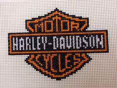 Harley Davidson Patterns Free | ... -free.blogspot.com/2010/10/cross-stitch-harley-davidson-2-250w-x.html Loom Beading, Beading Patterns, Embroidery Patterns, Cross Stitch Patterns, Crochet Patterns, Plastic Canvas Crafts, Plastic Canvas Patterns, Hama Art, Harley Davidson Merchandise