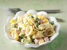 Kinkku-pastasalaatti | Valio Food For Thought, Pasta Salad, Potato Salad, Food And Drink, Healthy Recipes, Healthy Food, Baking, Vegetables, Ethnic Recipes