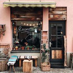 Roamers, Berlin 📷 Loving everything about this coffee shop shopfront. Coffee anyone? Café Bar, Decoration Restaurant, Restaurant Design, Modern Restaurant, Pub Decor, Roamers Berlin, Restaurant Berlin, Berlin Cafe, Paris Cafe