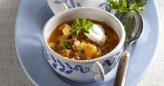 Kapustová polievka so smotanou - dôkladná príprava krok za krokom. Recept patrí medzi tie najobľúbenejšie. Celý postup nájdete na online kuchárke RECEPTY.sk. Soup, Ethnic Recipes, Soups