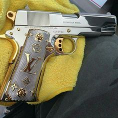This is a gorgeous gun!