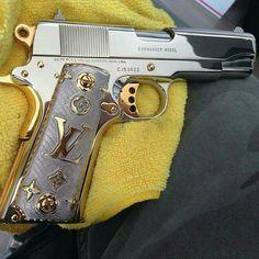 This is a gorgeous gun!