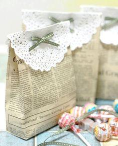 Toll DIY-Tütchen aus Zeitungspapier.  #DIY #Geschenk #Einpacken