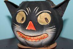 Halloween Goodies, Halloween Images, Halloween Night, Fall Halloween, Halloween Party, Halloween Lanterns, Vintage Halloween Decorations, Happy Halloweenie, Vintage Fall