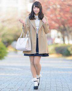 櫻井ゆあさん │ NICE CLAUP(ナイスクラップ) コート Sissy Boy, Girl Next Door, Japanese Girl, Raincoat, Tights, Vest, Boys, Girls, Cute