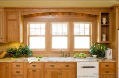 Discover the quality and beauty of the Craftsman Kitchen design in this informative article featuring pictures of kitchens in the Craftsman style. Mission Style Kitchens, Craftsman Style Kitchens, Craftsman Remodel, Craftsman Windows, Craftsman Decor, Craftsman Homes, Dream Kitchens, Kitchen Cabinet Styles, Wood Kitchen Cabinets
