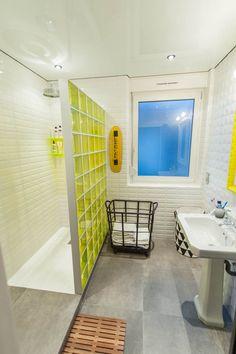 bathroom / Punky B / home decor / interior Oak Bathroom, Laundry In Bathroom, Bathroom Interior, Small Bathroom, Bathroom Ideas, Yellow Bathrooms, Bathroom Inspiration, Home Deco, New Homes