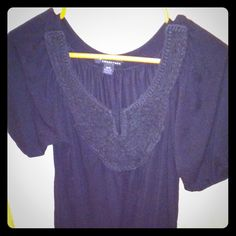 F21 Peasant Top Used, in great condition.🚫no trades or pp🚫 Forever 21 Tops