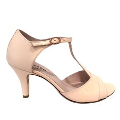 fd68816bfac97 71 meilleures images du tableau shoes   Adidas logo, Athletic Shoes ...