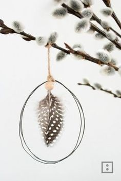Wire pendant easter egg The post Easter egg wire pendant appeared first on Woman Casual - DIY and crafts How To Make Origami, Useful Origami, Spring Decoration, Paper Diamond, Tassel Bookmark, Easy Diy Christmas Gifts, Diy Ostern, Wire Pendant, Diy For Girls