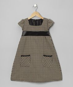 Charming gingham and a satiny bodice have this pocketed piece singing with sweetness. Thanks to a half-zipper in back, a little darling will spend more time playing and less time getting dressed.