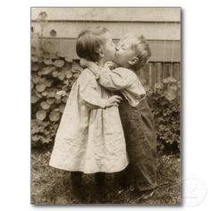 Vintage Liebe Romance, küssende Kinder, erster Kus Postkarte