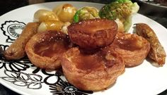 Yorkshire Pudding/Toad-in-the-hole greasy vegan goodness ^_^ Raw Cake, Vegan Cake, Vegan Yorkshire Pudding, East London Restaurants, Vegan Victoria Sponge, Cake Recipes, Vegan Recipes, Vegan Christmas, Tea Cakes