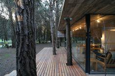 BAK arquitectos builds the casa mar azul in a dense forest Pergola With Roof, Pergola Shade, Pergola Plans, Diy Pergola, White Pergola, Pub Design, Cabin Design, House Design, Patio Roof Covers