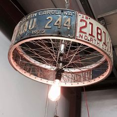 DIY lamp: 76 super cool crafting ideas- DIY Lampe: 76 super coole Bastelideen dazu A super creative DIY lamp from car license plate - Luminaire Original, Deco Originale, Man Cave Garage, Car Man Cave, Man Cave Diy, Man Cave Hacks, Man Cave Barn, Diy Chandelier, Chandelier Creative