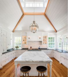 20 Grandiose Open-Concept Kitchen Design Ideas - Page 2 of 4 Kitchen Hoods, Grey Kitchen Cabinets, New Kitchen, Kitchen Decor, Kitchen Design, Kitchen Ideas, Kitchen Countertop Materials, Kitchen Flooring, Kitchen Countertops