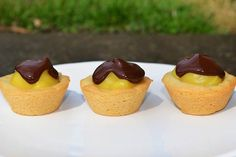 boston cream pie cookie cups.      1/2 cup butter, softened      2/3 cup granulated sugar      1 large egg      1 teaspoon vanilla extract      1/2 teaspoon salt      1/4 teaspoon baking soda      1 1/2 cups all-purpose flour      1 (3.4 ounce) box vanilla instant pudding mix      1 1/2 cups nonfat milk      4 ounces semisweet chocolate