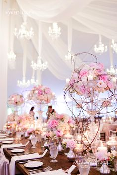 Jaw-Dropping Gorgeous Wedding Flower Ideas - Event Design: Rachel A. Clingen Wedding & Event Design; Photo: 5IVE15IFTEEN PHOTO COMPANY; Via Wedluxe