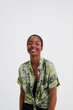 Imagine 2 din CĂMAŞĂ CU IMPRIMEU TIE DYE de pe Zara Zara, Flannel Girl, Tie Dye, Ten, Printed Shirts, Men Casual, Short Sleeves, My Style, Mens Tops