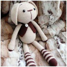 Lucas le Lapin traduction crochet amigurumi patron gratuit en français ( free french crochet pattern)