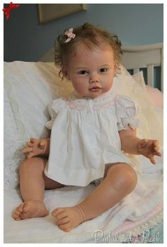 Sweet - it's a bit uncanny - if you look at this doll and my baby picture - they look a LOT alike! Bb Reborn, Reborn Toddler Dolls, Silicone Reborn Babies, Silicone Baby Dolls, Newborn Baby Dolls, Reborn Dolls, Life Like Baby Dolls, Life Like Babies, Cute Baby Dolls