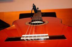 https://flic.kr/p/Hk2B86   DO Sol Sostenible   Una performance única: Música, poesía & enogastronomía. Con Hugo Kwaschnowitz (Dirección, guitarra y voz), Gabriel Rocha (Guitarra y voz) y Medhi Kerrou (Chef). El Pepinillo de Barquillo.