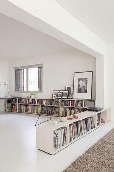 39 casual bookshelf design ideas for . - 39 casual bookshelf design ideas to decorate your room - Low Bookshelves, Simple Bookshelf, Bookshelf Design, Bookshelf Table, Bookshelf Organization, Bookshelf Living Room, Home Interior, Interior Design Living Room, Living Room Designs