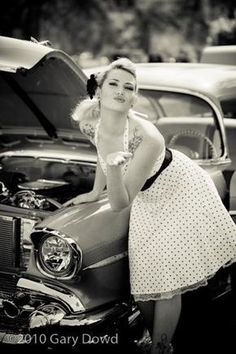 Vintage cars photography art pin up Ideas for 2019 Moda Rockabilly, Rockabilly Pin Up, Rockabilly Fashion, Retro Fashion, Vintage Fashion, Pin Up Vintage, Look Vintage, Estilo Pin Up, Estilo Retro