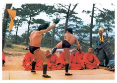 Bruce Lee in Enter The Dragon Jeet Kune Do, Bruce Lee Photos, Martial Arts Movies, Enter The Dragon, Martial Artist, Jackie Chan, King Of Kings, The Godfather, Kung Fu