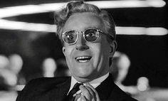Peter Sellers in Il dottor Stranamore - Ovvero: come ho imparato a non preoccuparmi e ad amare la bomba, di Stanley Kubrick (1964). #Cinema