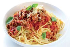 15 Healthy Ground Beef Recipes for Quick and Easy Dinners Spaghetti Bolognese, Spaghetti Meat Sauce, Bolognese Sauce, Healthy Ground Beef, Ground Beef Recipes, Quick Family Meals, Easy Meals, Italian Dishes, Italian Recipes