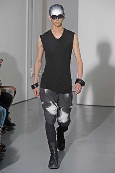 Julius Spring Summer 2014 - The Julius Spring/Summer 2014 collection is made up of just a simple palette of black and white. Spring 2014, Spring Summer, Summer 2014, Trendy Mens Fashion, Spring Collection, Style Me, Man Style, Fashion Tips, Fashion Design
