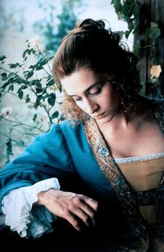 Anne Brochet as Roxane in the 'Cyrano de Bergerac' film in The plot revolves around many men trying to win Roxane's love. She is a strong and intelligent women who knows what she wants. Beau Film, Jean Paul Rappeneau, Oscar Winning Movies, 17th Century Fashion, Ballet Performances, Hollywood Costume, Intelligent Women, Cinema Theatre, French Films