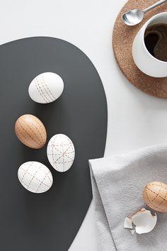 Ostereier mit Kaffee bemalen
