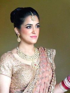 Subtle makeup with blush lehenga | Find more bridal makeup artists at www.wedmegood.com | #weddingmakeup #daymakeup