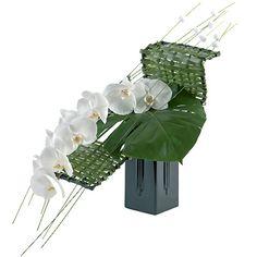. Modern Floral Arrangements, Small Flower Arrangements, Ikebana Flower Arrangement, Ikebana Arrangements, Deco Floral, Arte Floral, Floral Design, Japanese Plants, Sogetsu Ikebana