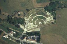 Vue aérienne du théâtre gallo-romain de Mandeure