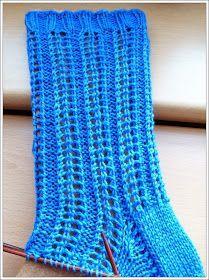 Heli (Muster dankend erhalten von Heli Toikka) Handgefärbtes Garn Größe 42 Nadeln: 3,0 56 Gesamtmaschen Bündchen: 10 R...