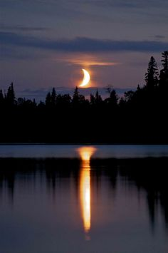Moon setting on the lake in Garden Hill, Manitoba- unbelievably beautiful Beautiful Moon, Beautiful World, Beautiful Places, Moon Pictures, Pretty Pictures, Foto Picture, Moon Setting, Moon Shadow, Shoot The Moon