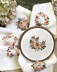 Brazilian Embroidery Stitches, Hand Work Embroidery, Embroidery Flowers Pattern, Simple Embroidery, Hand Embroidery Stitches, Embroidery Hoop Art, Hand Embroidery Designs, Ribbon Embroidery, Broderie Simple