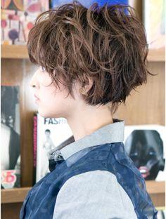 Short Wavy Haircuts, Messy Short Hair, Style Salon, Tomboy Hairstyles, Grey Hair, Short Cuts, Hair Dos, Cut And Color, Timeless Fashion