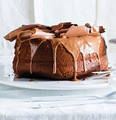 Hot chocolate sponge with chocolate drizzle icing Chocolate Sponge, Chocolate Drizzle, Melting Chocolate, Chocolate Heaven, Hot Chocolate, Yummy Things To Bake, Decadent Cakes, No Bake Treats, Creative Cakes